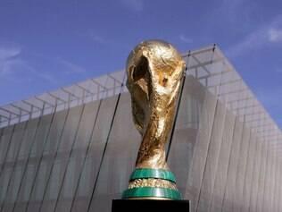 Torcedores continuam luta para garantir presença em uma partida da Copa do Mundo deste ano