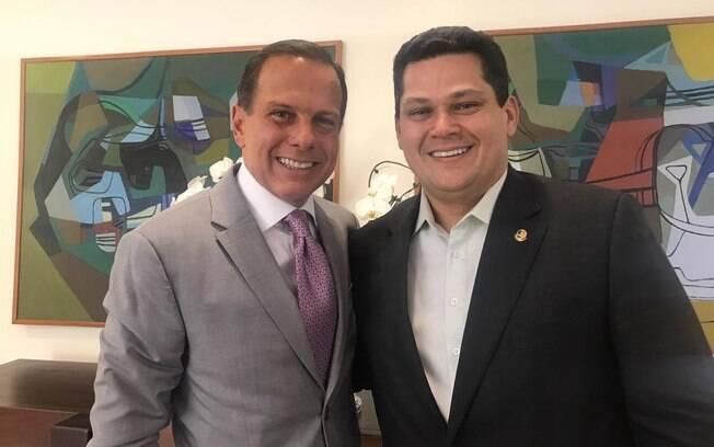 João Doria visitou o recém-eleito presidente do Senado, Davi Alcolumbre, para parabenizá-lo