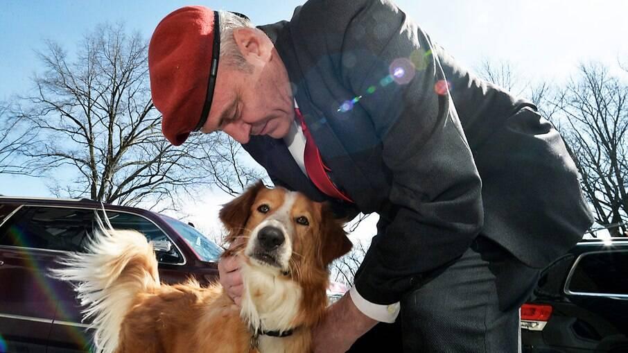 Curtis Sliwa quer que a cidade cubra US $ 1.000 em despesas com animais de estimação para quem guarda um cão ou gato em um abrigo.