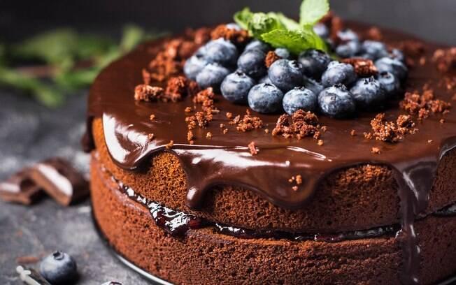 Seja bolos simples ou decorados, algumas dicas fazem toda a diferença na hora de conseguir fazer o bolo perfeito