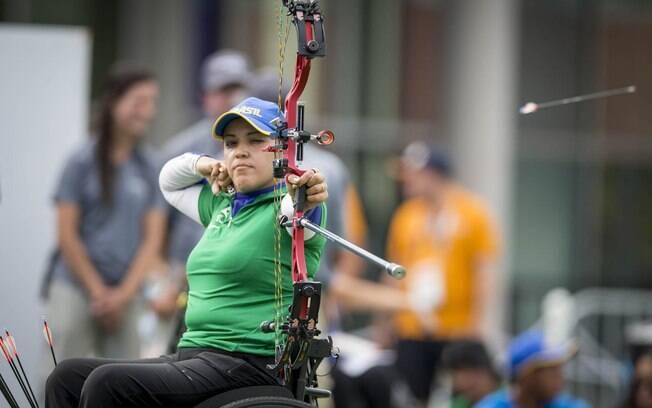 Jane Karla Gögel ganha o ouro no tiro com arco composto
