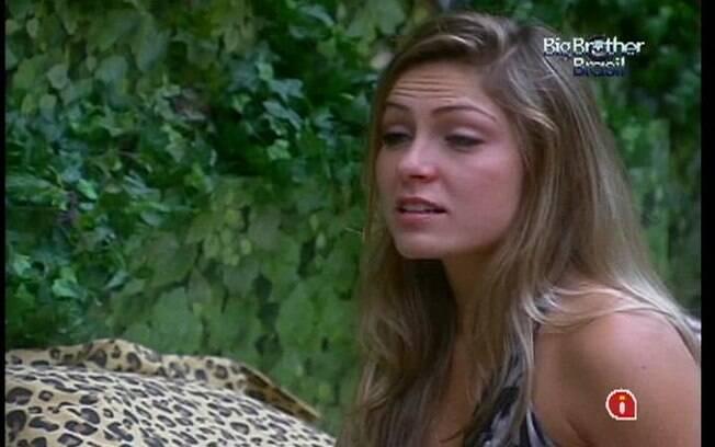 Renata não aguenta pressão do confinamento e chora