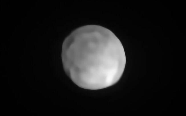 O planeta anão Hygiea observado pelos astrônomos.