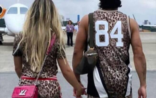 Hulk e sua namorada vestidos de oncinha para o carnaval