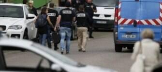 Homens que diziam agir em nome do Estado Islâmico matam padre na França