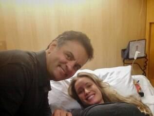 O pré-candidato do PSDB à Presidência e a esposa Letícia Weber, de 34 anos, antes do parto
