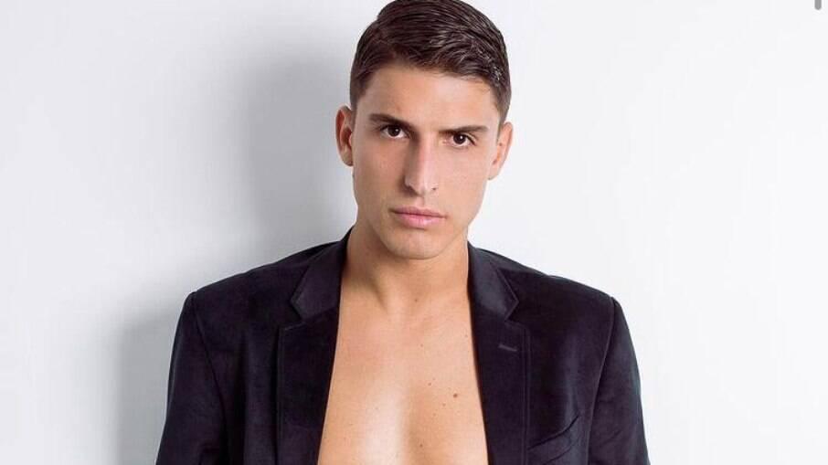 Felipe Prior publica foto sensual e chama atenção de seguidores