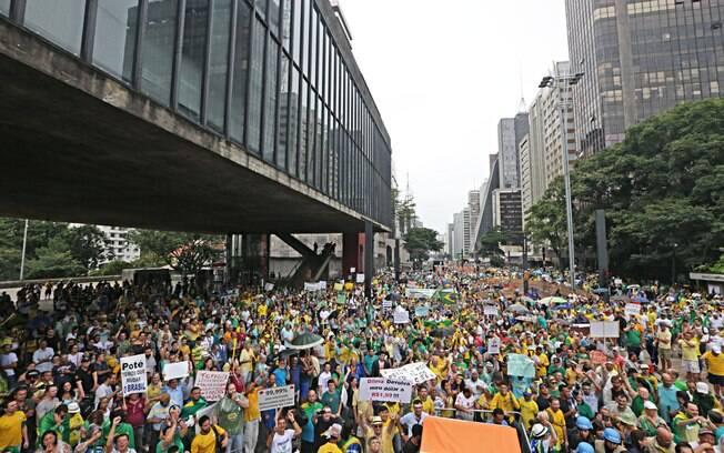 Imagem da Avenida Paulista no maior dos protestos contra Dilma, em 15 de março de 2015