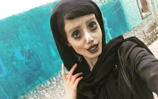 Sahar Tabar fez 50 cirurgias plásticas para parecer com Angelina Jolie