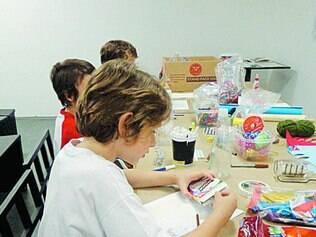 Arte. Aulas ensinam técnica de encadernação e catalogação de arquivo pessoal e estimulam criatividade