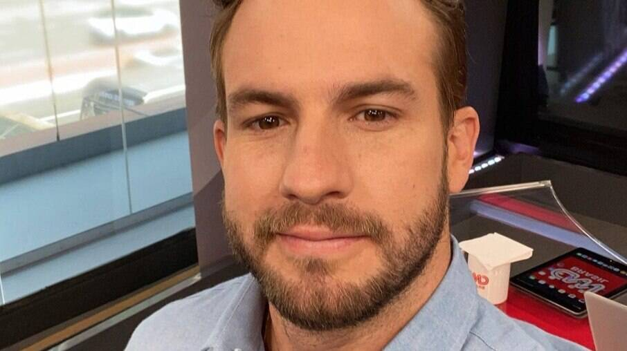 Daniel Adjuto fala publicamente sobre o namoro e sua sexualidade