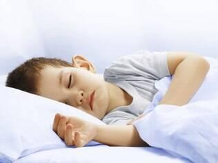 Apesar da preocupação duradoura, há poucas evidências científicas sobre a quantidade ideal de horas de sono para as crianças