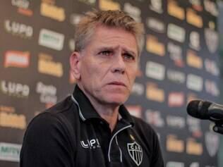 Com bom desempenho de reservas, Paulo Autuori planeja mudanças no Atlético