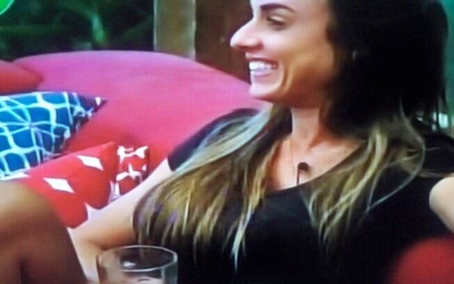 Nicole Bahls: falhas no português divertem peões