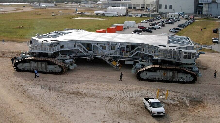 Nasa Crawler Transporter é uma gigantesca plataforma móvel sobre esteiras foi pensado para levar foguetes