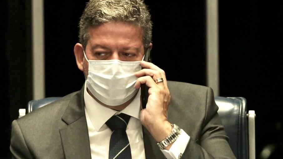 Arthur Lira afirma que não haverá calotes e nega Bolsa Família em R$ 400