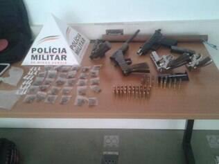 Polícia apreendeu drogas e armas durante abordagem