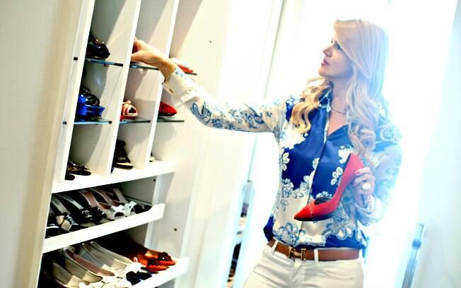 No closet recheado de Chanel, Cavalli e Louboutin