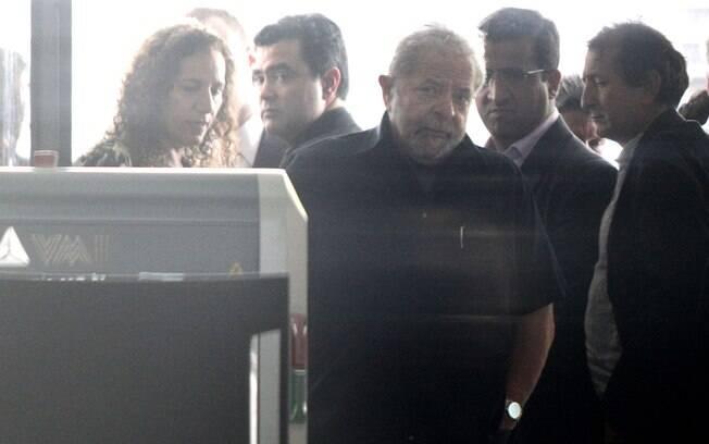 O ex-presidente Luiz Inácio Lula da Silva após prestar depoimento na sede da Polícia Federal, no Aeroporto de Congonhas