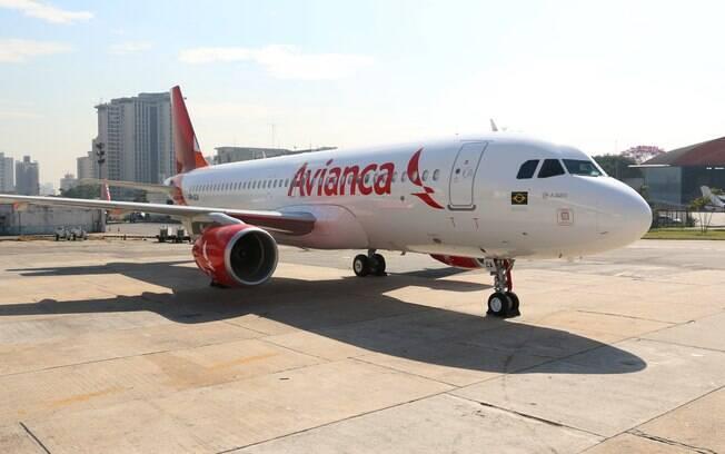 Funcionários da Avianca sofrem com crise da empresa e buscam emprego em feirões de emprego