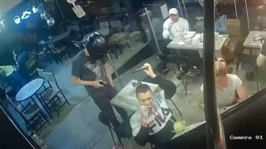 Câmeras de segurança registraram o momento