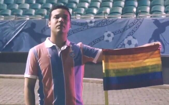 Bahia coloca bandeirinhas de escanteio da Fonte Nova coloridas para combater a homofobia
