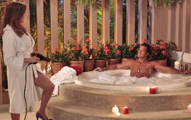 Tereza Cristina faz com que Ferdinand se acomode na banheira antes de matá-lo