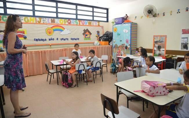 Dia dos professores: expectativa é que salários se equiparem aos de profissionais com escolaridade equivalente