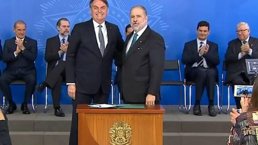 Bolsonaro ao lado de Aras, o Procurador-Geral da República