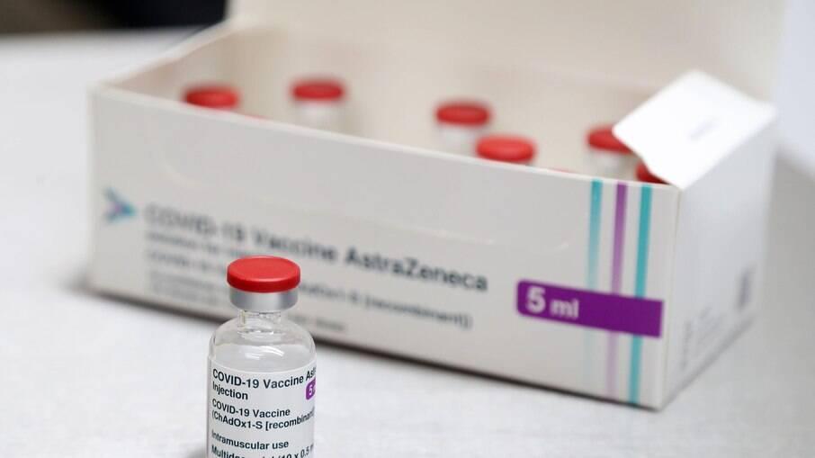 Vacinas AstraZeneca exigem cláusulas abusivas, dizem especialistas