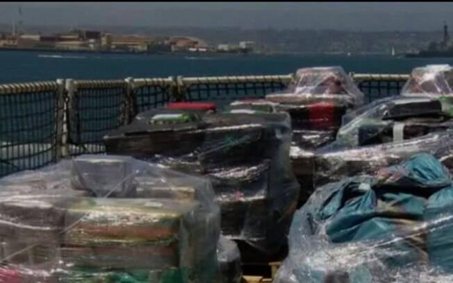 Apreensão da guarda costeira nos Estados Unidos. Autoridades de San Diego precisaram recolher pacotes do mar