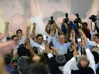 Aécio Neves e Pimenta da Veiga em encontro com lideranças