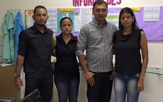Professores de Teresina (PI) publicam foto em luto pela educação após repressão de protesto de professores do Paraná (4.5.2015). Foto: Reprodução/Facebook