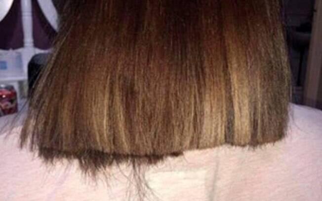 Após passar quatro horas no salão de beleza, mulher do País de Gales gasta R$ 340 e corte de cabelo dá errado e fica torto
