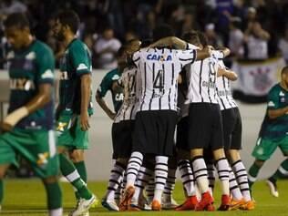 Corinthians se recuperou de eliminação e dormirá na liderança do Brasileirão