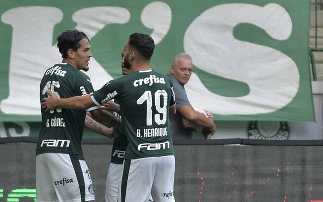 Gustavo Goméz do Palmeiras comemora seu gol durante partida contra o Mirassol