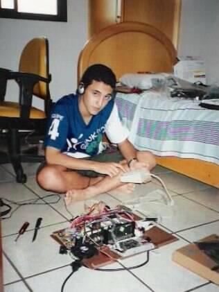 Com 13 anos, Artur Souza podia ouvir música a partir do tocador de MP3 que ele mesmo construiu