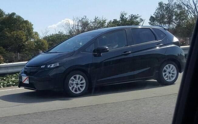 Honda Fit renovado é flagrado em testes no Japão, mas chega ao Brasil até o fim do ano