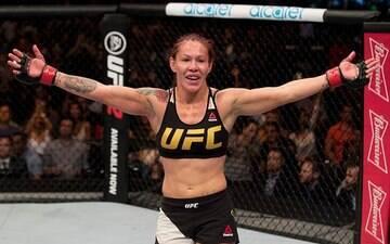 """Cris Cyborg desabafa: """"Sou campeã mundial, mas o UFC não me respeita"""""""