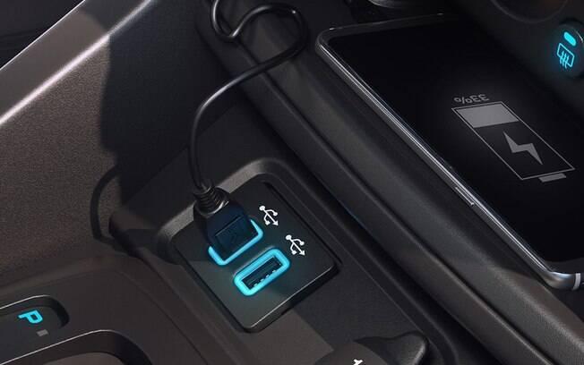 Em tempos em que o celular tem sido cada vez mais usado, recarregá-lo no carro é uma vantagem importante