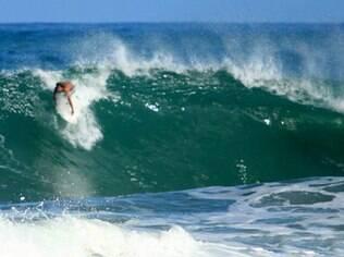 Itacaré também tem boas ondas para quem gosta de surf