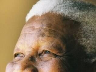 Mandela morre aos 95 anos, depois de passar por cuidados especiais em função de um  infecção pulmonar