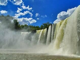 A cachoeira de São Romão é convite aos aventureiros