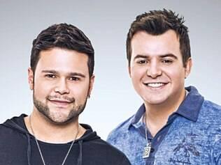 """Os músicos Marcos e Belutti nasceram e foram criados em São Paulo. Marcos contou que a dupla surgiu através de um produtor, que os colocou em um trabalho conjunto. """"Belutti estava gravando um disco. Participei como back vocal e escrevi uma música para aquele CD. Depois de um tempo, paramos de cantar e, em 2007, voltamos a nos falar por MSN e decidimos compor juntos. Daí surgiu a vontade de voltar a cantar, e resolvi convidá-lo para fazer dupla comigo"""", diz. Eles foram descobertos pela dupla Bruno e Marrone."""
