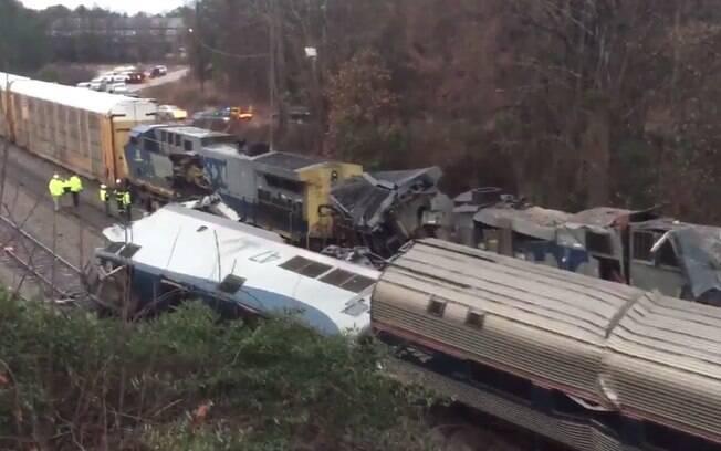 Trem de passageiros levava 147 pessoas ao se chocar com um trem de carga na Carolina do Sul, nos Estados Unidos