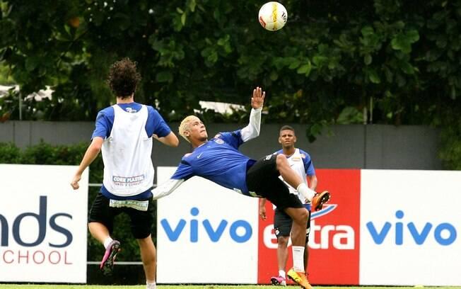 Neymar treina com equipe do Santos neste  sábado