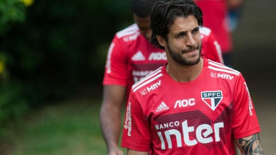 Após voltar de empréstimo, Hudson se reapresenta ao São Paulo