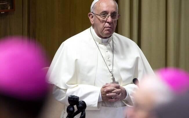 Papa afirmou que bispos negligentes correm o risco de serem destituídos de suas posições