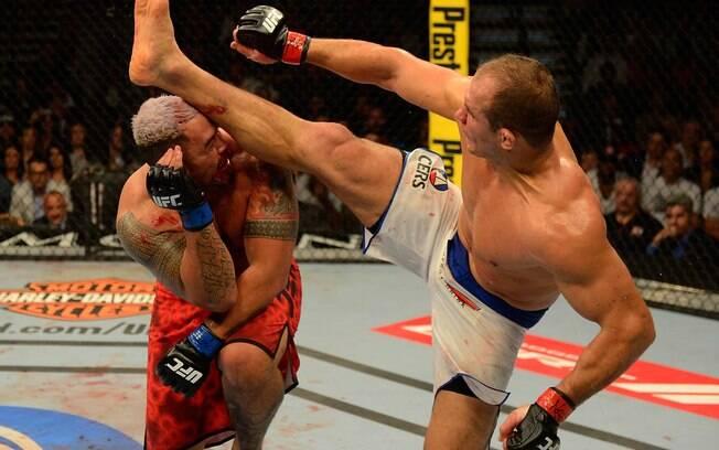 Após sofrer a primeira derrota no UFC, Cigano  deu a volta por cima com um belo nocaute contra  Mark Hunt