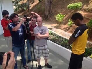 Equipe da TV russa foi alvo da imprensa brasileira que cobre o Atlético diariamente